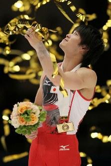 世界体操では男子個人総合、種目別の床運動で金メダルを獲得。ワールドカップ東京大会でも優勝した内村航平。ロンドン五輪で悲願の金メダルを狙う=両国国技館で2011年11月27日、佐々木順一撮影