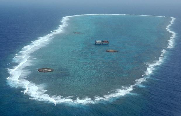 沖ノ鳥島=2004年11月、大西達也撮影