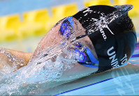 Kosuke Hagino competes in the 200-meter freestyle at the Japan championships at Tokyo Tatsumi International Swimming Center on April 6, 2016. (Mainichi)