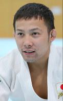 Judoka Naohisa Takato talks at the Ajinomoto National Training Center in Tokyo's Kita Ward on Jan. 6, 2015. (Mainichi)