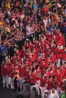 Amid applause from spectators, Japan's Olympic delegation marches at Maracana Stadium in Rio De Janeiro during the opening ceremony of the 2016 Olympics on Aug. 5, 2016. (Mainichi)