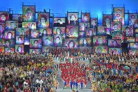 Japan's Olympic delegation marches at Maracana Stadium in Rio De Janeiro during the opening ceremony of the 2016 Olympics on Aug. 5, 2016. (Mainichi)