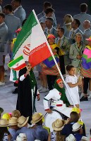 An Iranian flag-bearer enters the Maracana Stadium in Rio De Janeiro during the opening ceremony of the 2016 Olympics on Aug. 5, 2016. (Mainichi)