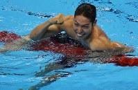 競泳男子400メートル個人メドレー決勝を1位でフィニッシュし喜ぶ萩野公介=リオデジャネイロの五輪水泳競技場で2016年8月6日、三浦博之撮影