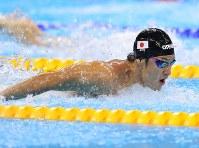 競泳男子400メートル個人メドレーで3位となった瀬戸大也のバタフライ=ブラジル・リオデジャネイロの五輪水泳競技場で2016年8月6日、小川昌宏撮影