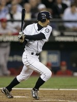 Ichiro Suzuki of the Seattle Mariners makes a hit to right field to mark his 3,086th career hit during the bottom of the fourth of a game against the Los Angeles Angels, at Safeco Field in Seattle on April 16, 2009. (Mainichi)