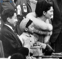 東京オリンピック・貴賓席から見物される皇太子ご一家=1964年(昭和39年)10月21日撮影