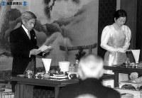「即位の礼」後の「大饗の儀」でお言葉を述べる天皇陛下=1990年(平成2年)11月25日撮影