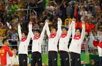 From left, Koji Yamamuro, Kohei Uchimura, Yusuke Tanaka, Kenzo Shirai and Ryohei Kato celebrate their win in the team all-around on the podium at the Rio Olympics at the Rio Olympic Arena in Rio de Janeiro on Aug. 8, 2016. (Mainichi)
