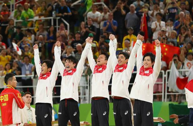 Photo Special: Japanese men win Rio gymnastics team gold ...