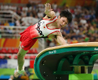 Kohei Uchimura performs on the vault at the Rio Olympics at the Rio Olympic Arena in Rio de Janeiro on Aug. 8, 2016. (Mainichi)