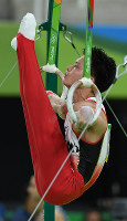 Yusuke Tanaka performs on the rings at the Rio Olympics at the Rio Olympic Arena in Rio de Janeiro on Aug. 8, 2016. (Mainichi)