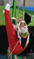 田中佑典のつり輪演技=リオデジャネイロのリオ五輪アリーナで2016年8月8日、三浦博之撮影