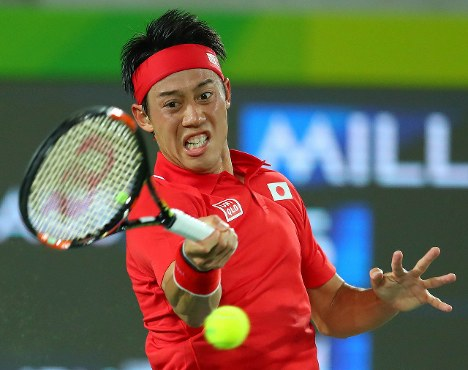 テニス男子シングルス2回戦でオーストラリアのミルマンと対戦する錦織圭=リオデジャネイロの五輪テニスセンターで2016年8月8日、小川昌宏撮影