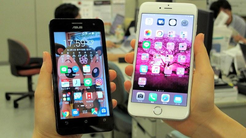 人気のiPhone6s Plus(右)と台湾製格安スマホ(左)