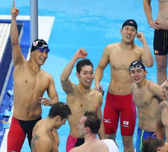 五輪競泳:日本が52年ぶり銅 男...