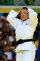 Having brought down Colombia's Yuri Alvear in the women's 70-kg-division finals, Haruka Tachimoto closes her eyes at Carioca Arena in Rio de Janeiro, on Aug. 10, 2016. (Mainichi Photo/Naotsune Umemura)