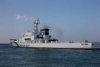 尖閣諸島の警備を念頭に配備されている巡視船たけとみ=沖縄県石垣市で2014年10月28日、米田堅持撮影