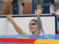 競泳女子200メートル平泳ぎ決勝で優勝し喜ぶ金藤理絵=リオデジャネイロの五輪水泳競技場で2016年8月11日、和田大典撮影