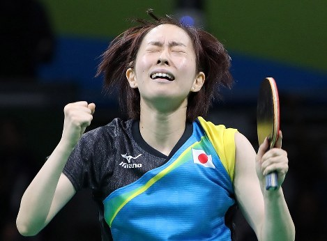 準決勝第2試合、接戦を制し喜ぶ石川=リオ中央体育館で2016年8月14日、山本晋撮影