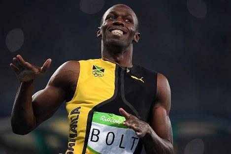 陸上男子100メートル決勝、1位でフィニッシュするジャマイカのウサイン・ボルト=リオデジャネイロの五輪スタジアムで2016年8月14日、三浦博之撮影