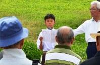 「大崎平和のつどい」で作文を朗読する藤本玲央さん