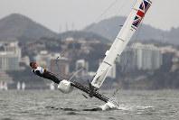 リオ五輪セーリング男女混合ナクラ17級で疾走する英国チーム=ゲッティ