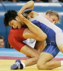 アテネ五輪のレスリングフリースタイル女子63キロ級で決勝進出を果たした伊調馨=ギリシャ・アテネのアノリオシア・ホールで2004年8月23日、小関勉撮影