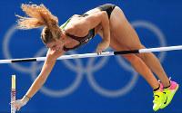 リオ五輪女子棒高跳びで競技するカナダの選手=ゲッティ