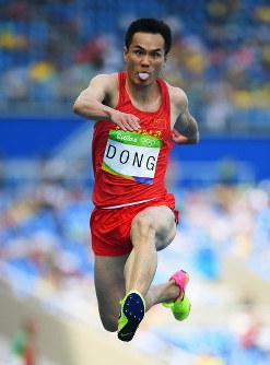リオ五輪男子三段跳び決勝で競技する中国の選手=ゲッティ