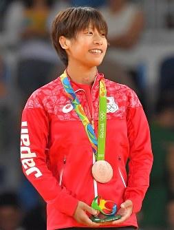 柔道の女子48キロ級で3位となり、銅メダルを獲得した近藤亜美=2016年8月6日、小川昌宏撮影