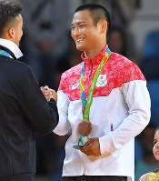 柔道の男子66キロ級で銅メダルを獲得した海老沼匡=2016年8月7日、和田大典撮影