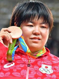 柔道の女子78キロ超級で銅メダルを獲得した山部佳苗 =2016年8月12日、和田大典撮影