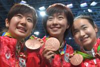 卓球女子団体で銅メダルを獲得した(左から)福原愛、石川佳純、伊藤美誠=2016年8月16日、和田大典撮影
