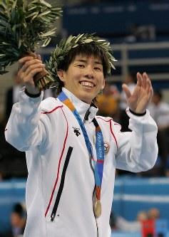 アテネ五輪のレスリング女子フリースタイル55キロ級で金メダルを獲得した吉田沙保里=ギリシャ・アテネのアノリオシア・ホールで2004年8月23日、川田雅浩撮影