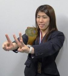 五輪と世界選手権を合わせて13連覇を達成した吉田沙保里=成田空港で2012年10月1日、百留康隆撮影