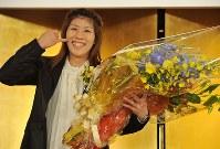 国民栄誉賞の受賞が決まり、記者会見で笑顔をみせる吉田沙保里=東京都新宿区で2012年10月23日、西本勝撮影
