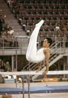 体操男子個人総合2連覇、加藤沢男=真島誠一撮影