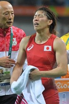 レスリング女子53キロ級決勝で米国のヘレン・マルーリスに敗れ五輪4連覇を逃した吉田沙保里=リオデジャネイロのカリオカアリーナで2016年8月18日、和田大典撮影