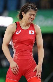 レスリング女子53キロ級決勝で米国のヘレン・マルーリスに敗れ、悔しがる吉田沙保里=リオデジャネイロのカリオカアリーナで2016年8月18日、小川昌宏撮影