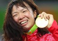 レスリングの女子63キロ級決勝で金メダルを獲得した川井梨紗子=リオデジャネイロのカリオカアリーナで2016年8月18日、小川昌宏撮影