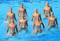 5位のイタリアの演技=リオデジャネイロのマリア・レンク水泳センターで2016年8月18日、梅村直承撮影