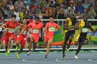 Japan's anchor Aska Cambridge, foreground center, receives the baton from teammate Yoshihide Kiryu, background center, during the final of the men's 4x100 relay at the 2016 Summer Olympics at the Olympic stadium in Rio de Janeiro on Aug. 19, 2016. Pictured foreground right is Jamaica's anchor Usain Bolt. (Mainichi Photo/Daisuke Wada)