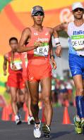 男子50キロ競歩で力強くコースを周回する荒井広宙=リオデジャネイロのポンタル周回コースで2016年8月19日、三浦博之撮影