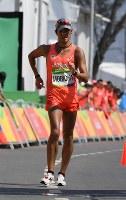 男子50キロ競歩でフィニッシュする森岡紘一朗=リオデジャネイロのポンタル周回コースで2016年8月19日、三浦博之撮影
