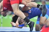 レスリングフリースタイル男子57キロ級決勝でジョージアのウラジーミル・キンチェガシビリに敗れた樋口黎=リオデジャネイロのカリオカアリーナで2016年8月19日、和田大典撮影