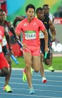 陸上男子400メートルリレー決勝、力走する第2走者の飯塚翔太=リオデジャネイロの五輪スタジアムで2016年8月19日、小川昌宏撮影
