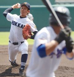 【秀岳館―北海】北海の先発・大西=阪神甲子園球場で2016年8月20日、平川義之撮影