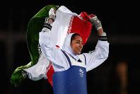 リオ五輪テコンドー女子57キロ級で銅メダルに輝いたイランのアリザデ・ゼヌリン=ゲッティ