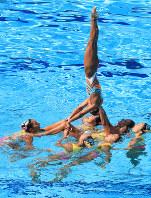 チーム・フリールーティン、銅メダルを獲得した日本の豪快なリフト=リオデジャネイロのマリア・レンク水泳センターで2016年8月19日、梅村直承撮影